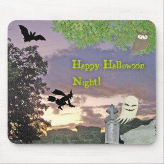 Fantasma, bruja que vuela y búho para la noche de  tapete de raton