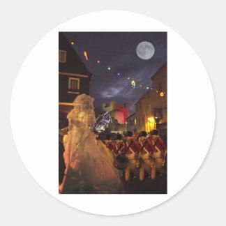 Fantasma de Charles Dickens más allá Etiqueta Redonda