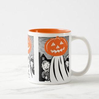 Fantasma de la calabaza de Halloween del vintage Tazas