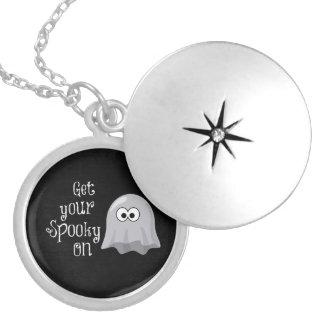 Fantasma divertido lindo de Halloween Consiga su Colgante