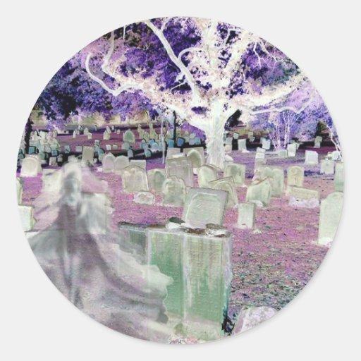 Fantasma en el cementerio pegatina redonda