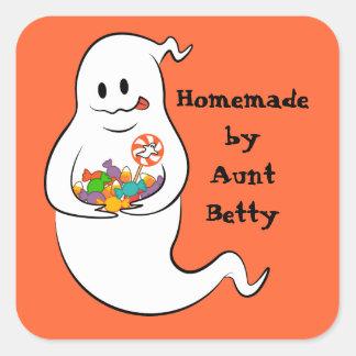 Fantasma lindo con los caramelos de Halloween Calcomanías Cuadradas Personalizadas
