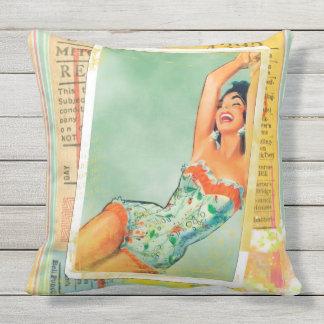 FANTASTIC RETRO PIN-UP GIRL SNAPSHOT Throw Cushion