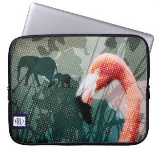 """""""FAR..FAR AWAY, flamingo"""" Laptop padded case Fundas Portátiles"""