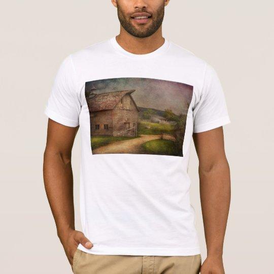 Farm - Barn - The old gray barn T-Shirt