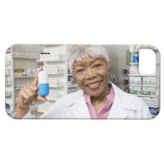 Farmacéutico con la píldora gigante funda para iPhone SE/5/5s