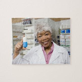 Farmacéutico con la píldora gigante puzzles