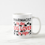 Farmacéutico del amante del perro del día por noch taza de café