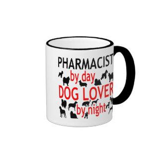 Farmacéutico del amante del perro en rojo tazas de café