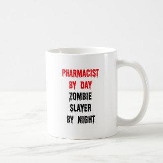 Farmacéutico del asesino del zombi del día por noc taza básica blanca