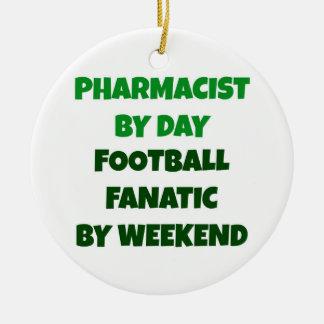 Farmacéutico del fanático del fútbol del día por adorno navideño redondo de cerámica