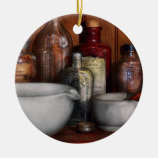Farmacéutico - medicina para toser adorno navideño redondo de cerámica