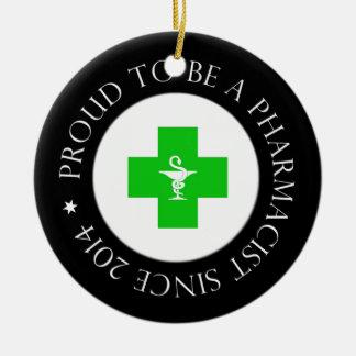 Farmacéutico orgulloso desde 2014 adorno navideño redondo de cerámica