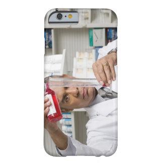 Farmacéutico que mide hacia fuera la medicina funda barely there iPhone 6