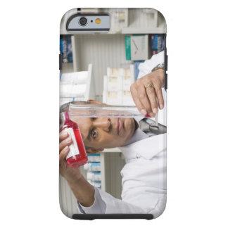 Farmacéutico que mide hacia fuera la medicina funda resistente iPhone 6