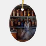 Farmacia - el amo de muchos negocia ornamentos de reyes