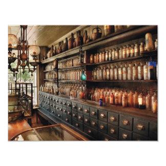 Farmacia - tan muchos cajones y botellas anuncio personalizado