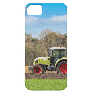 Farmer on tractor plowing sandy soil in spring iPhone SE/5/5s case