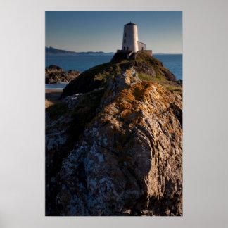 Faro Anglesey, País de Gales de la isla de Llanddw Póster