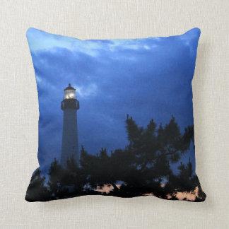 Faro de Cape May en la almohada de la puesta del s