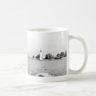 Faro de la isla de la roca taza