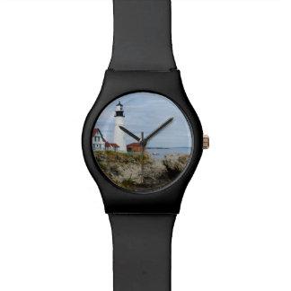 Faro de la linterna de Portland en orilla rocosa Relojes