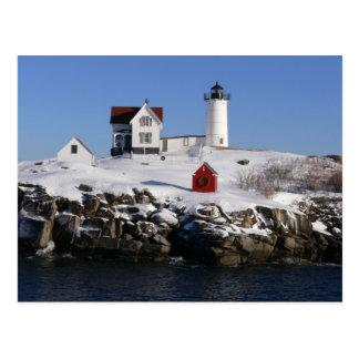 Faro de la protuberancia pequeña en invierno postales