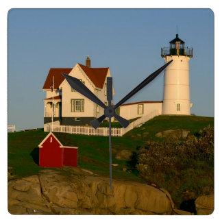Faro de la protuberancia pequeña en York Maine Reloj Cuadrado