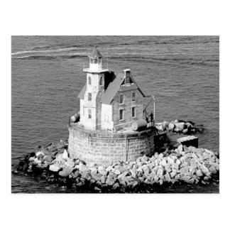 Faro de la roca de la raza postal