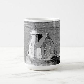 Faro de la roca de la raza taza de café