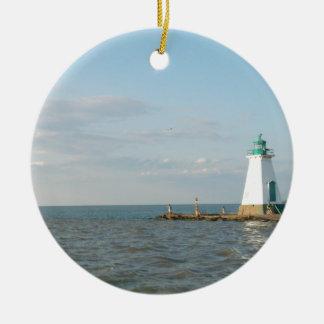 Faro en el lago Ontario Adorno Navideño Redondo De Cerámica