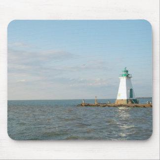 Faro en el lago Ontario Tapetes De Ratones