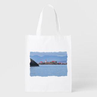 Faro en la feliz isla bolsa de la compra