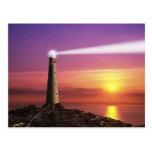 Faro en la postal de la puesta del sol