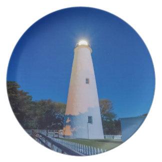 faro externo de la isla del ocracoke de los bancos plato