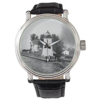 Faro herboso de la isla relojes de pulsera