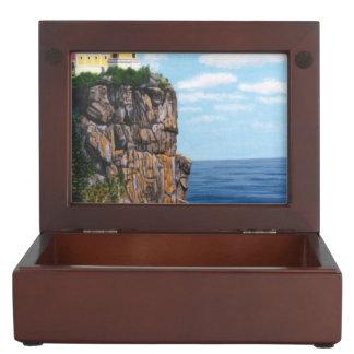 Faro partido de la roca caja de recuerdos