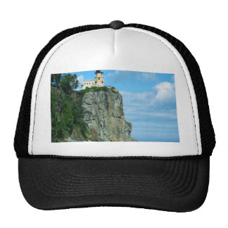 Faro partido de la roca gorra