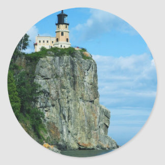 Faro partido de la roca etiqueta redonda
