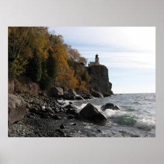 Faro partido de la roca póster
