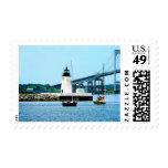 Faro, puente y barcos, Newport, RI Franqueo