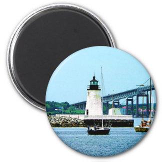 Faro, puente y barcos, Newport, RI Imanes De Nevera
