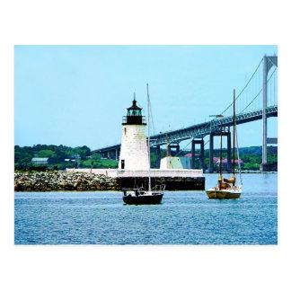 Faro, puente y barcos, Newport, RI Tarjetas Postales