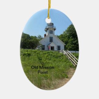 Faro viejo del punto de la misión adorno navideño ovalado de cerámica