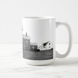 Faro viejo del punto del campo taza de café