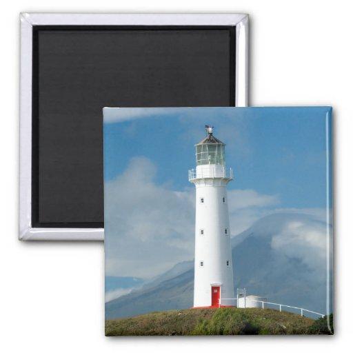 Faro y Mt Taranaki/Mt de Egmont del cabo Imán Cuadrado