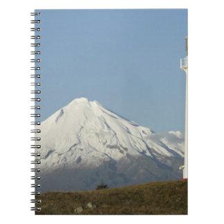 Faro y Mt Taranaki/Mt de Egmont del cabo Cuaderno