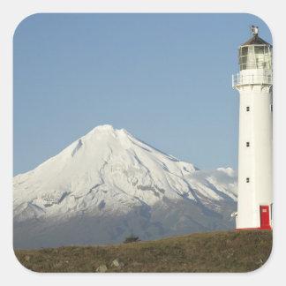 Faro y Mt Taranaki/Mt de Egmont del cabo Calcomanía Cuadradas