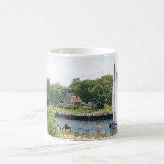 Faro y velero taza de café