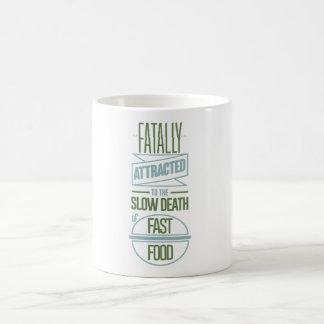 Fatal atraído a la muerte lenta de los alimentos taza de café